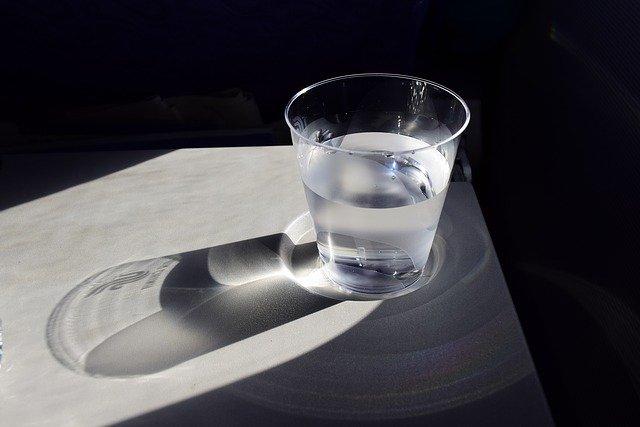 画像に alt 属性が指定されていません。ファイル名: a-cup-of-water-904698_640.jpg